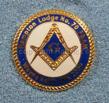 Masonic_white_background_rope_edge_lapel_pin